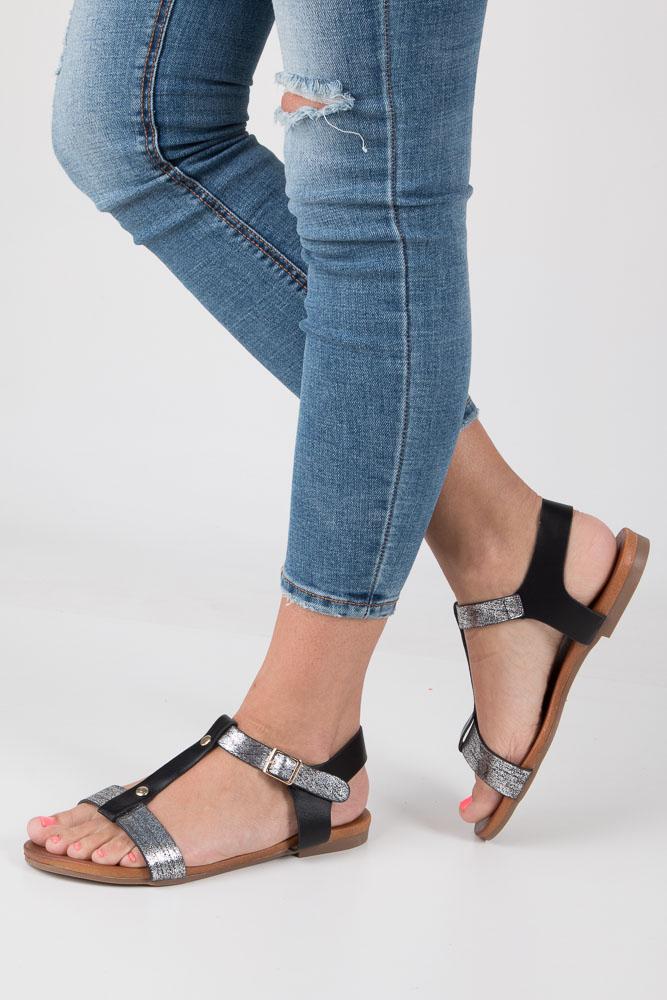 Czarne lekkie sandały damskie płaskie z paskiem przez środek Casu K18X1/B czarny