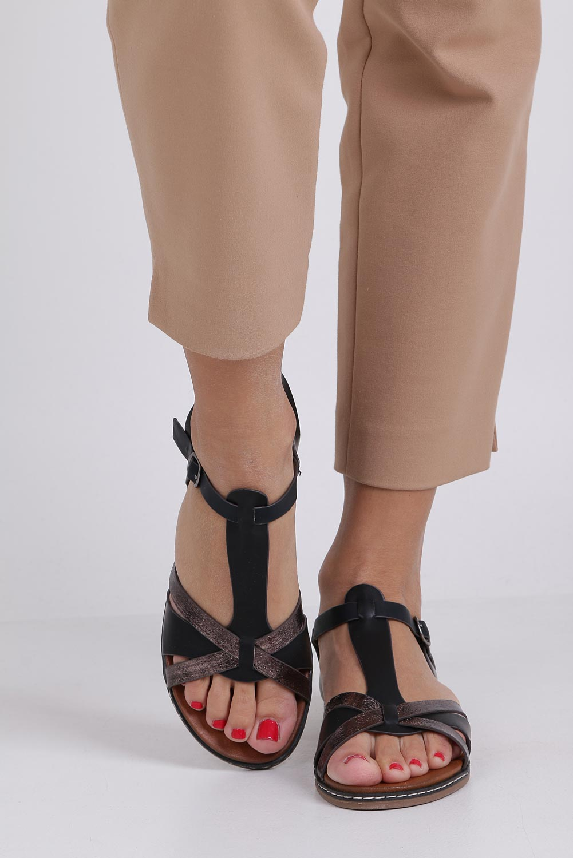 Czarne lekkie sandały płaskie z paskiem przez środek Casu K19X12/B wysokosc_obcasa 2.5 cm