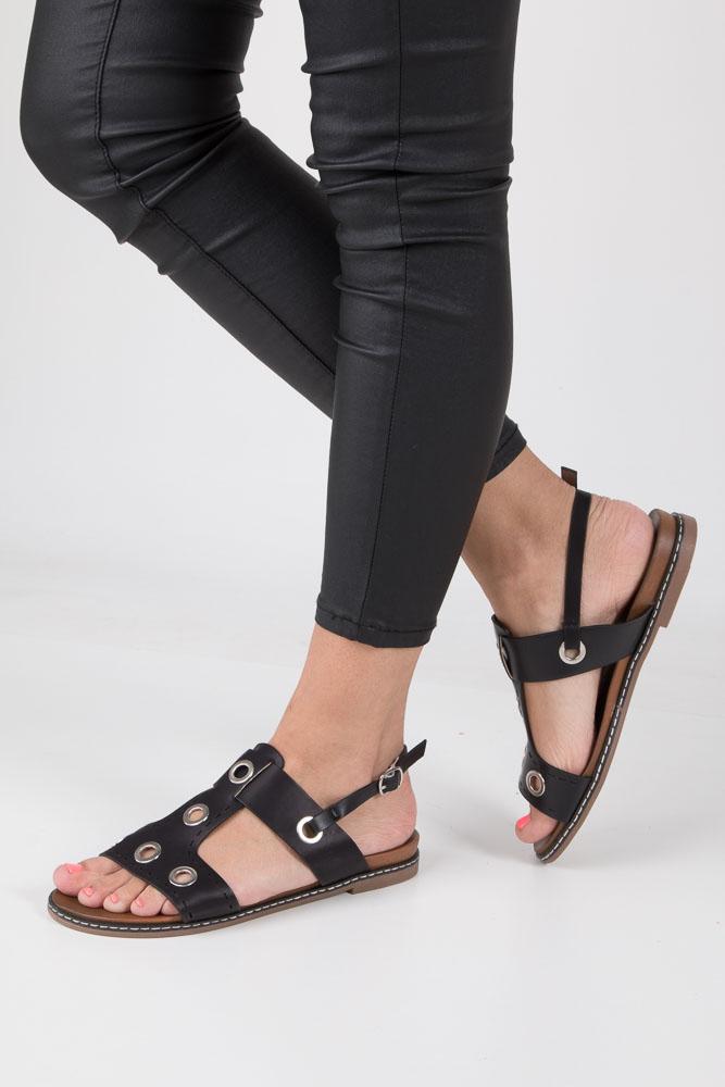 Czarne modne sandały z ozdobnymi metalowymi kółkami Casu K18X2/B model K18X2/B