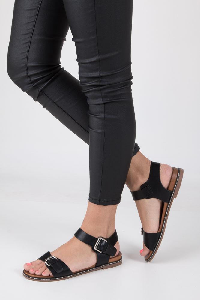 Czarne modne sandały ze srebrnymi klamrami Casu K18X12/B
