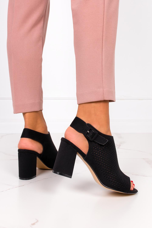 Czarne sandały ażurowe zabudowane na słupku ze skórzaną wkładką Casu D21X21/B czarny