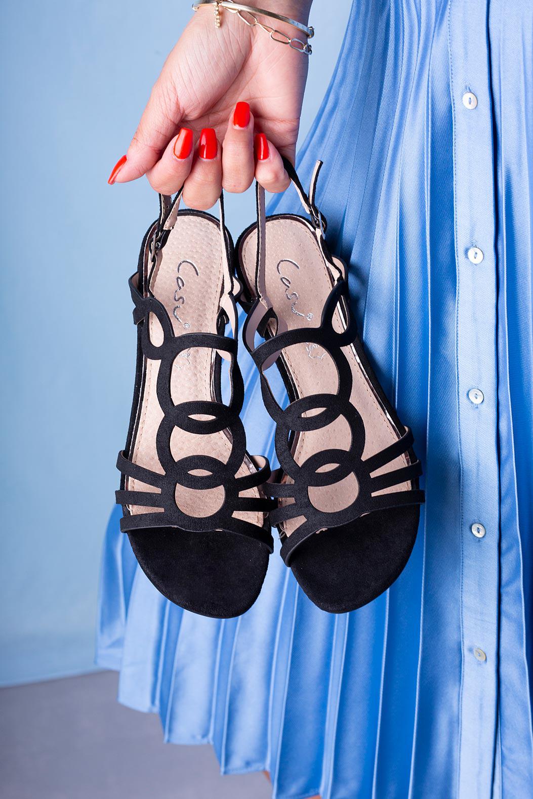 Czarne sandały Casu na niskim obcasie z wycięciami ze skórzaną wkładką A20X3/B czarny