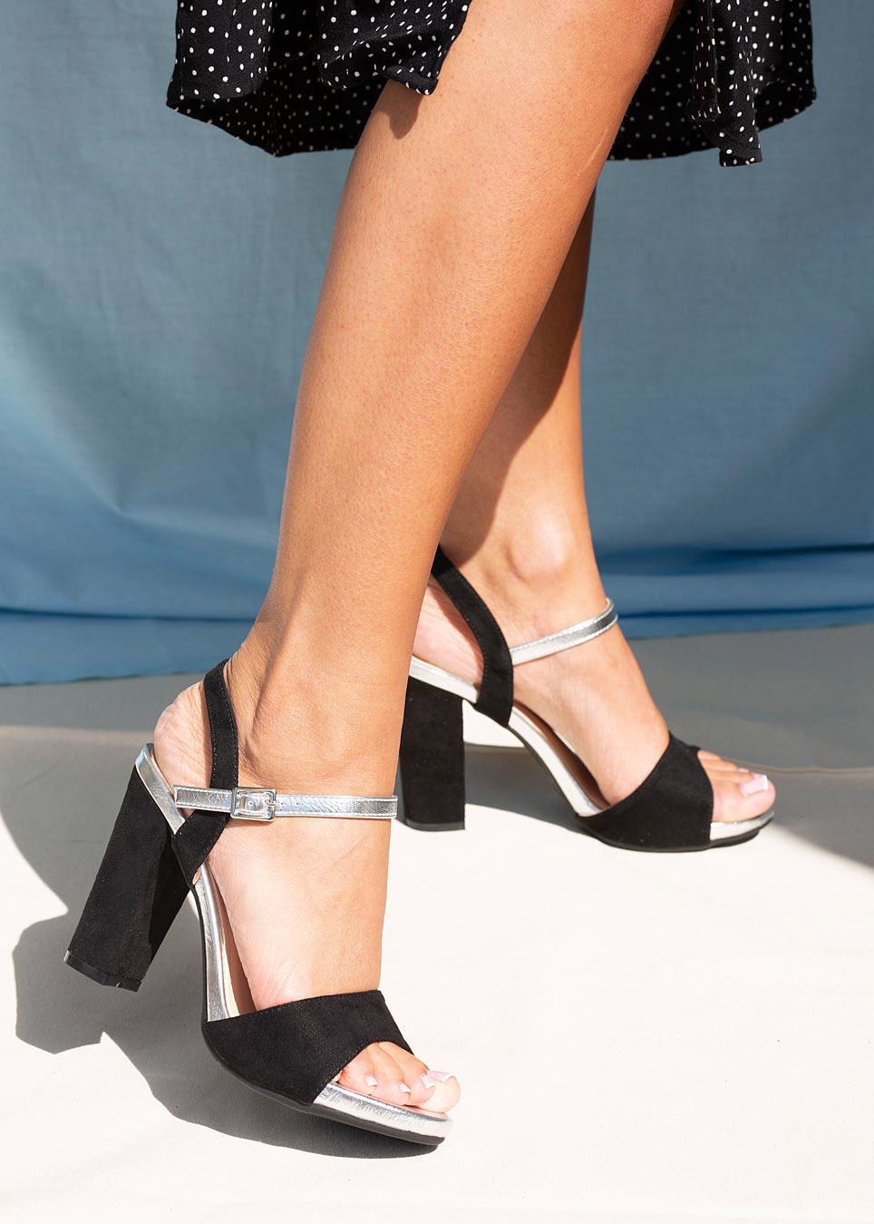 Czarne sandały Casu na szerokim słupku ER20X1/B