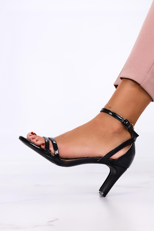 Czarne sandały Casu z zakrytą piętą pasek wokół kostki wzorek ER21X15/B