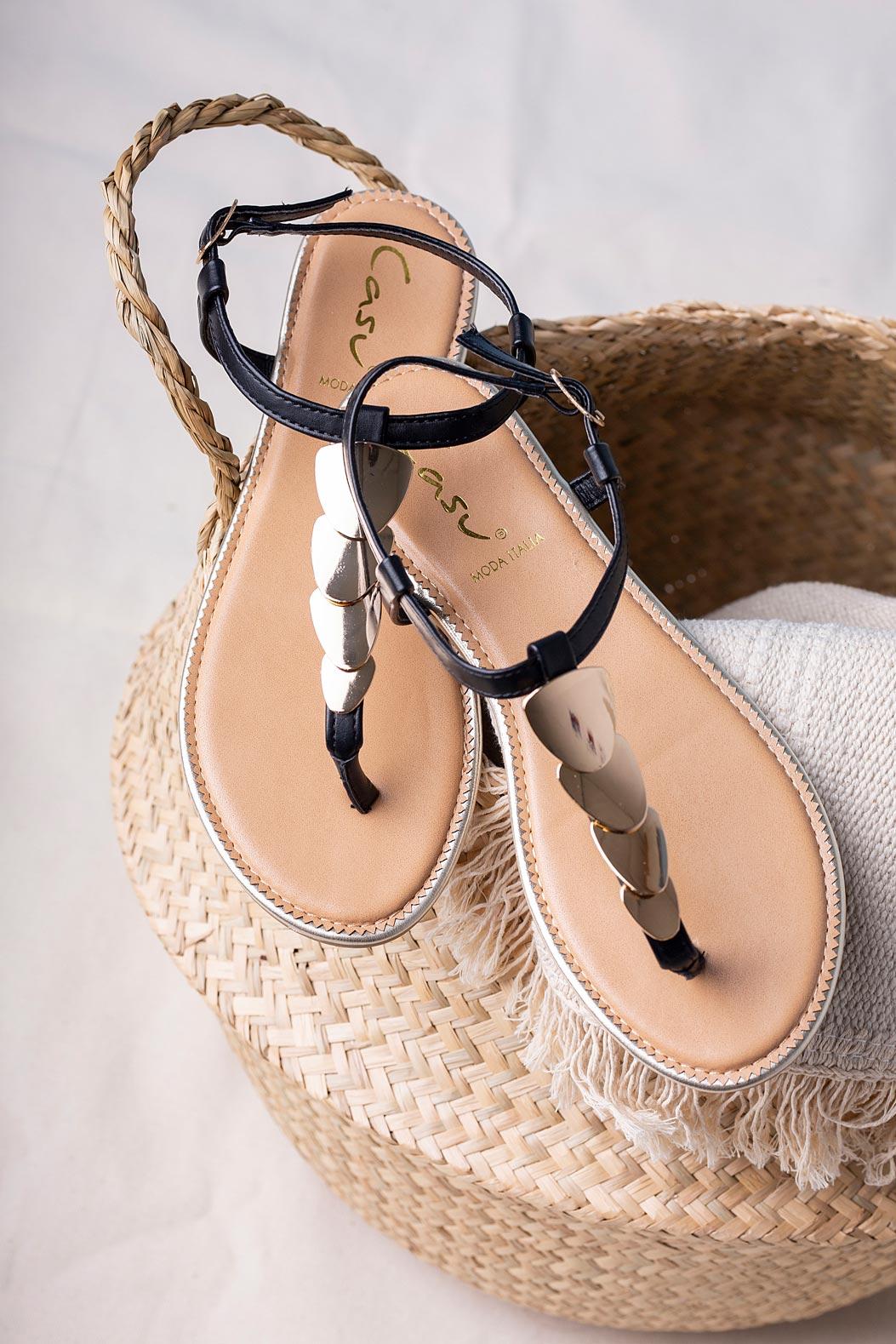 Czarne sandały japonki płaskie z metalową ozdobą Casu SN20X3/B czarny