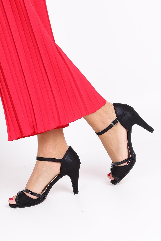 Czarne sandały karnawałowe z zakrytą piętą Casu 7-W308A style Karnawałowy