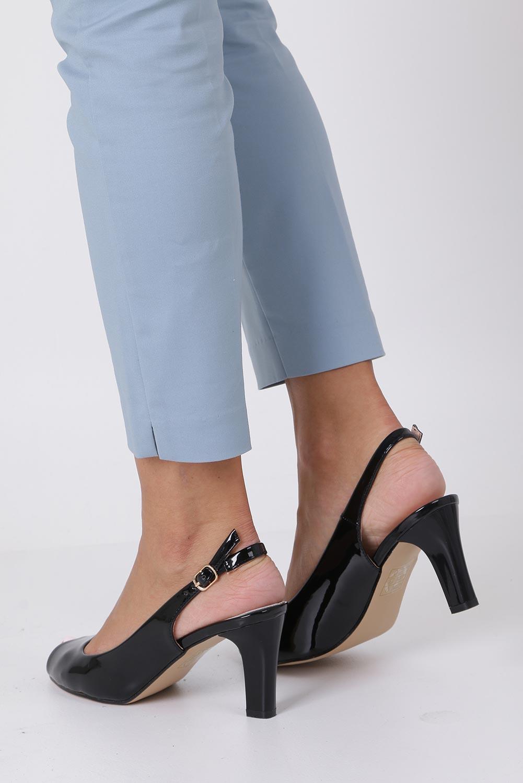 Czarne sandały lakierowane ze skórzaną wkładką na słupku Casu DD19X4/BP producent Casu