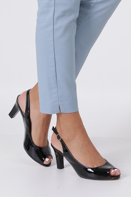Czarne sandały lakierowane ze skórzaną wkładką na słupku Casu DD19X4/BP sezon Lato