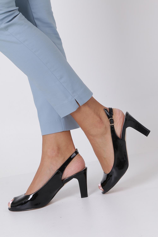 Czarne sandały lakierowane ze skórzaną wkładką na słupku Casu DD19X4/BP kolor czarny