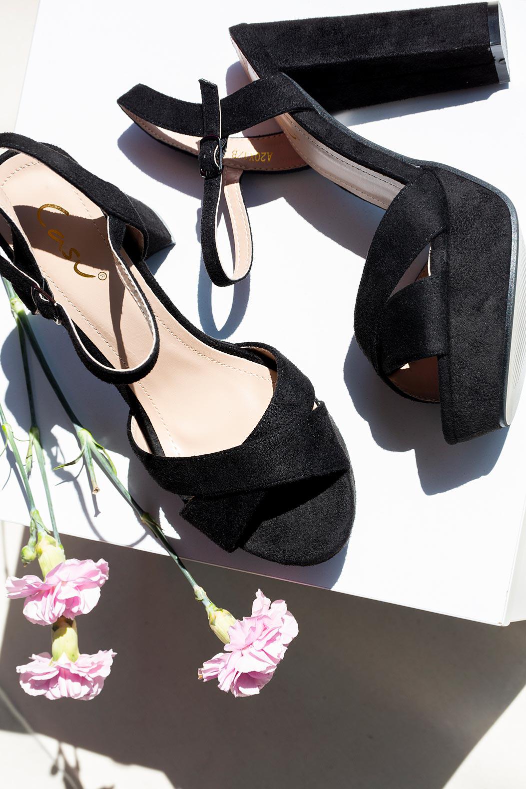 Czarne sandały na słupku z paskami na krzyż Casu A20X1/B czarny