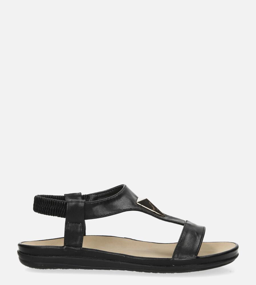 Czarne sandały płaskie z gumką i metalową ozdobą Casu N19X6/B wys_calkowita_buta 8.5 cm