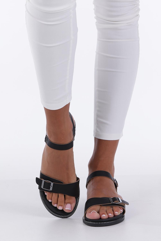 Czarne sandały płaskie z łańcuszkiem i ozdobną klamrą Casu K19X4/B producent Casu