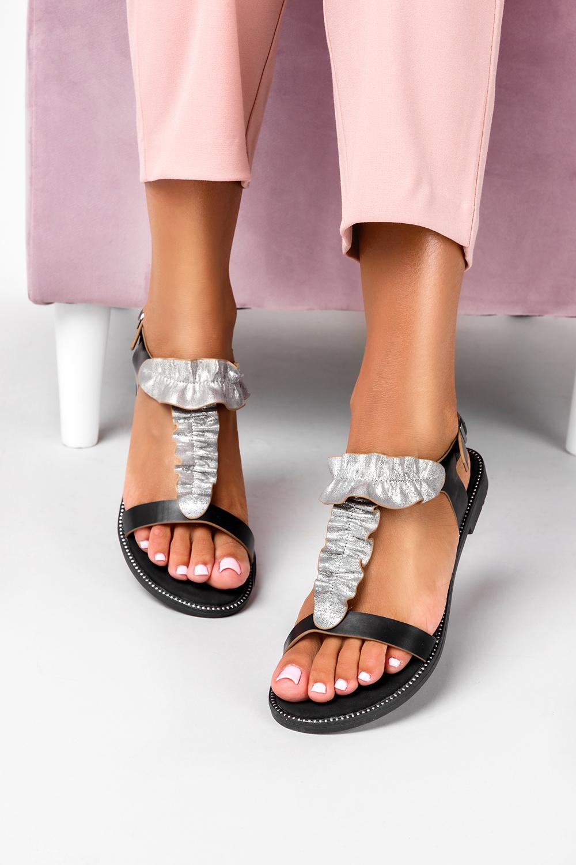 Czarne sandały płaskie z nitami i ozdobną falbanką Casu K19X6/B producent Casu