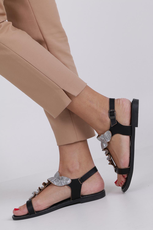 Czarne sandały płaskie z nitami i ozdobną falbanką Casu K19X6/B style Dżety/Nity/Ćwieki