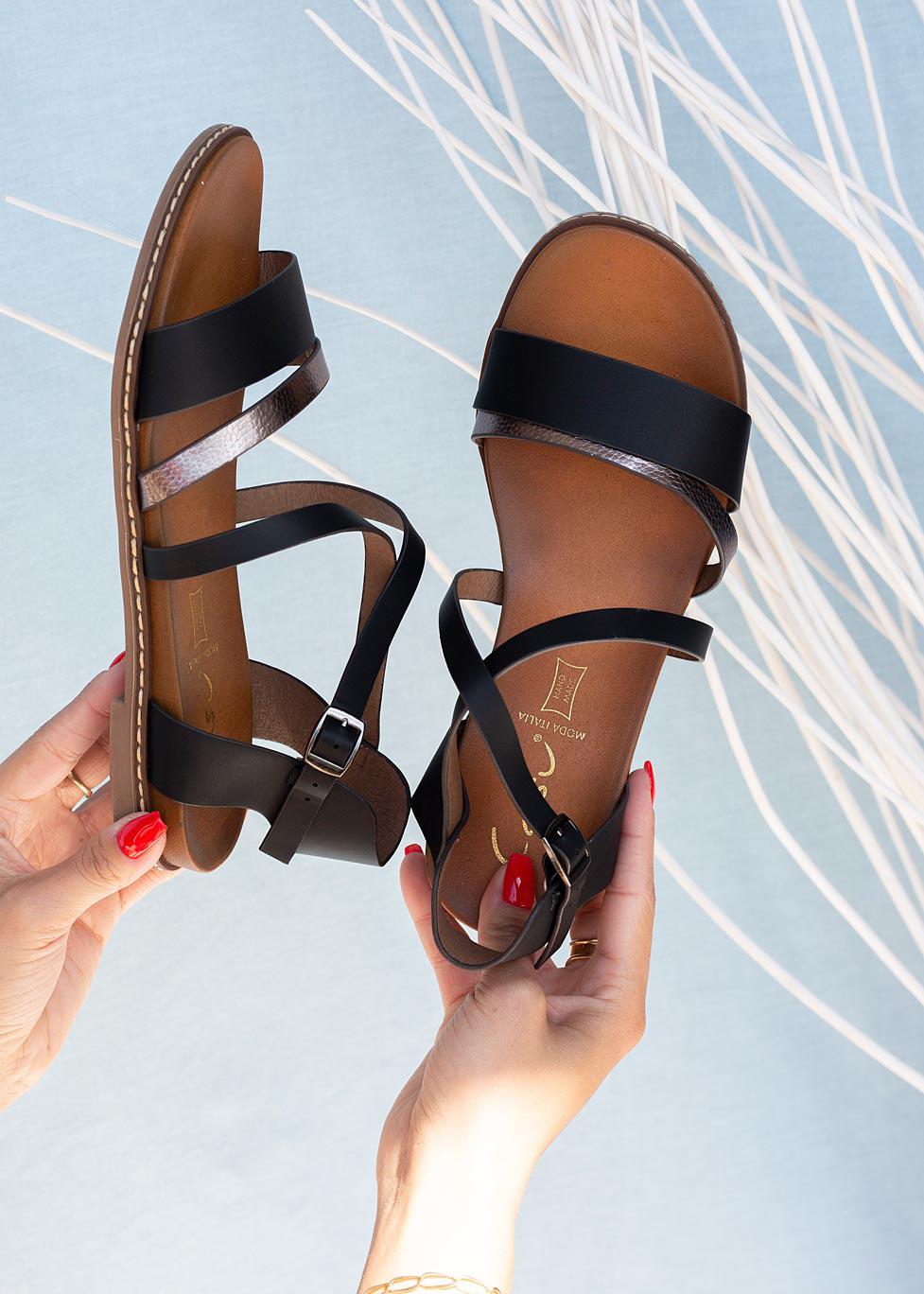 Czarne sandały płaskie z paskami na krzyż Casu K20X8/B czarny