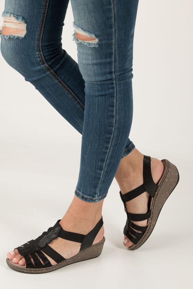 Czarne sandały skórzane na koturnie Casu DS056/18BK