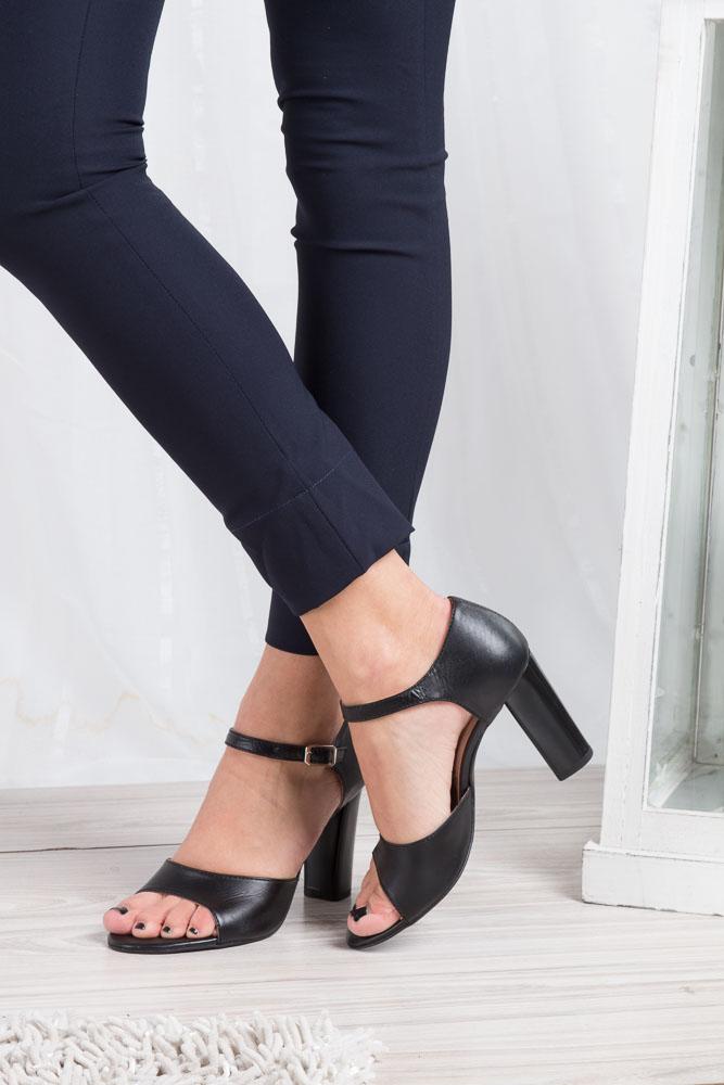 Czarne sandały skórzane na słupku Oleksy 2295/320/000/000/000 wnetrze skóra