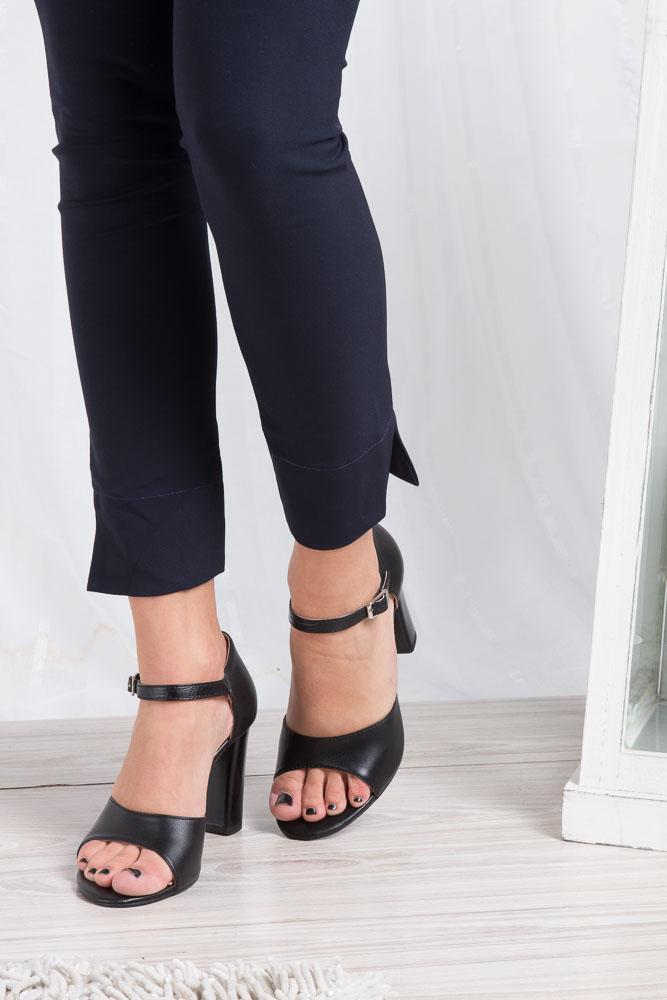 Czarne sandały skórzane na słupku Oleksy 2295/320/000/000/000 wkladka skóra