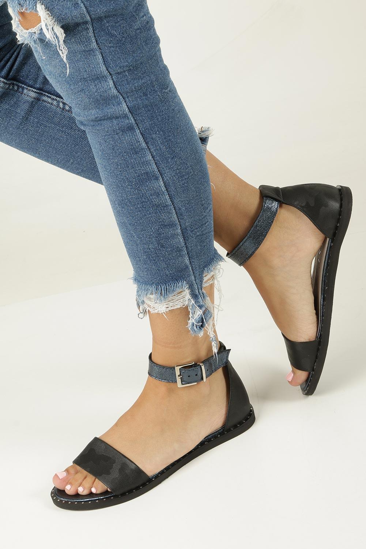 950d23e6d5db ... Czarne sandały skórzane płaskie moro z paskiem wokół kostki Nessi 18372  model 18372 ...