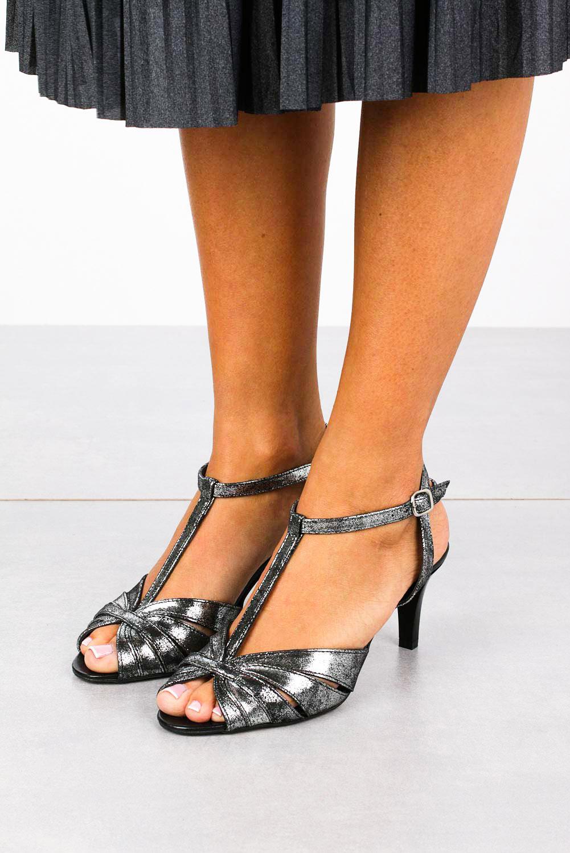 Czarne sandały skórzane t-bar Casu 323