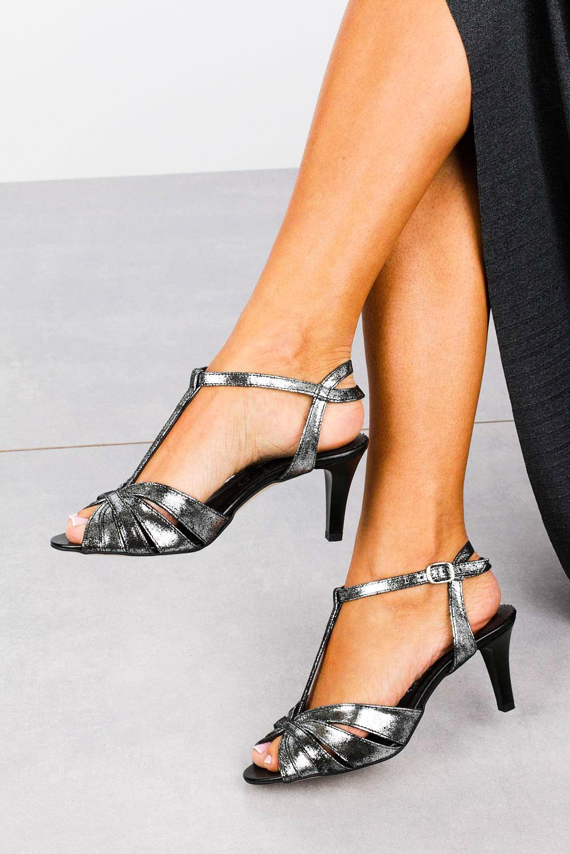 Czarne sandały skórzane t-bar Casu 323 sezon Lato
