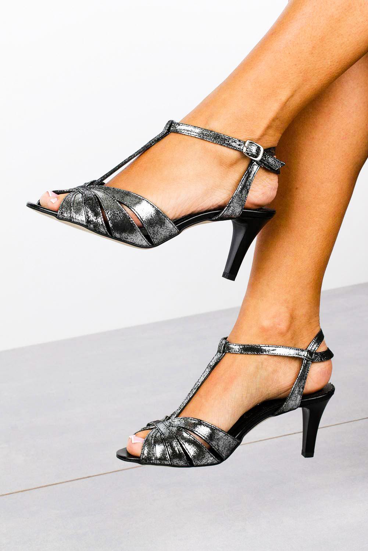 Czarne sandały skórzane t-bar Casu 323 style T-bar