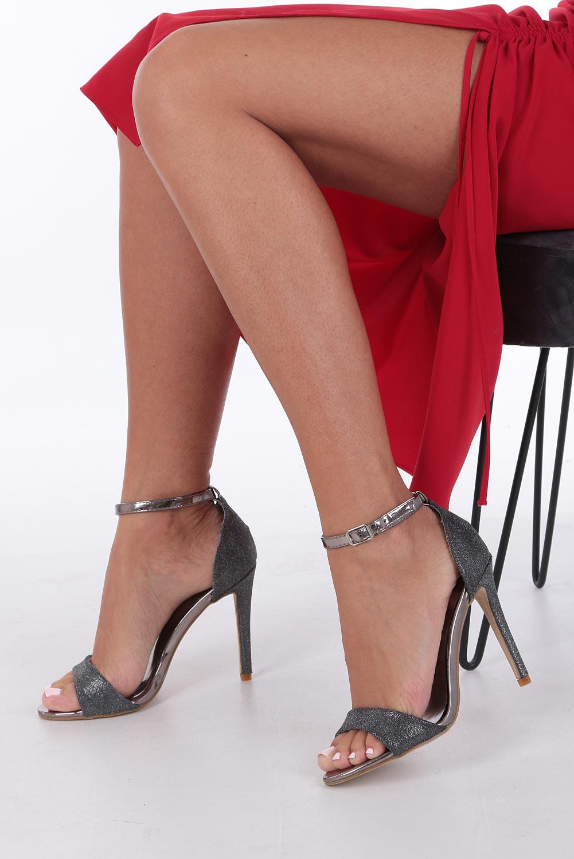 Czarne sandały szpilki karnawałowe brokatowe z paskiem wokół kostki Casu
