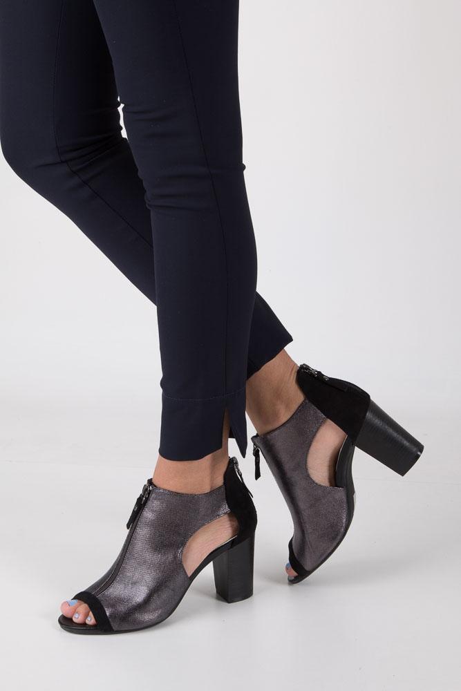 Czarne sandały zabudowane na słupku z ozdobnym suwakiem Jezzi SA37-10