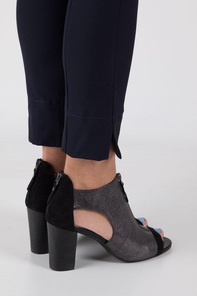 Czarne sandały zabudowane na słupku z ozdobnym suwakiem Jezzi SA37-10 wierzch materiał