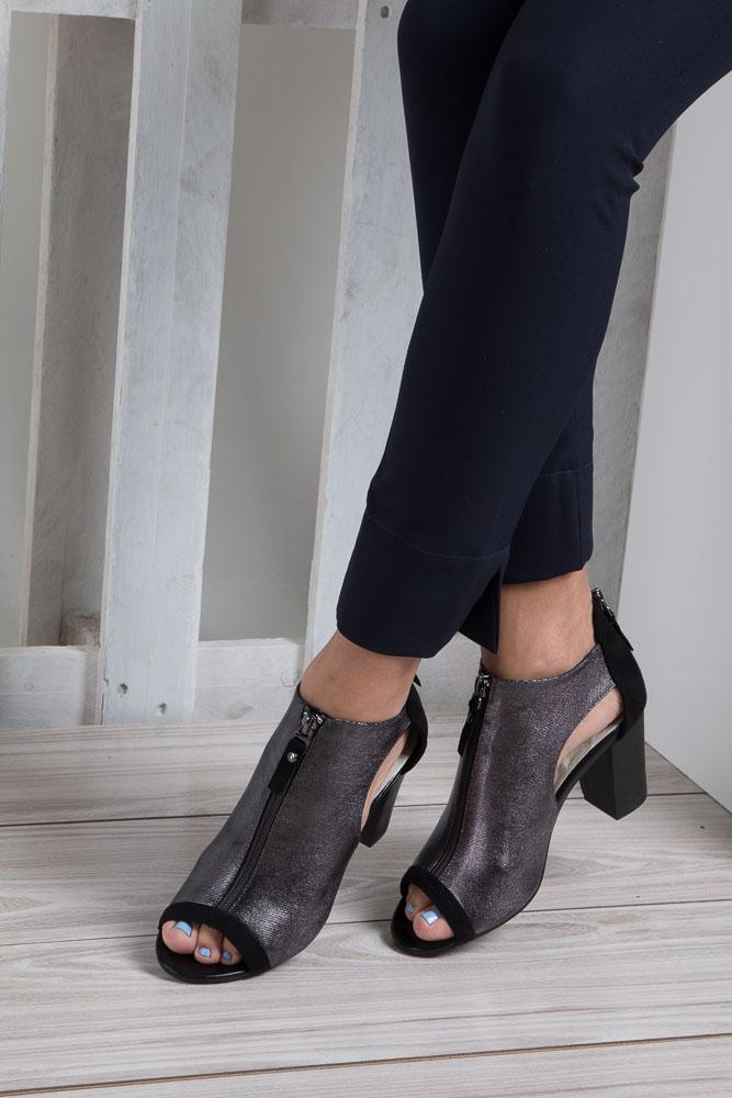 Czarne sandały zabudowane na słupku z ozdobnym suwakiem Jezzi SA37-10 wkladka skóra