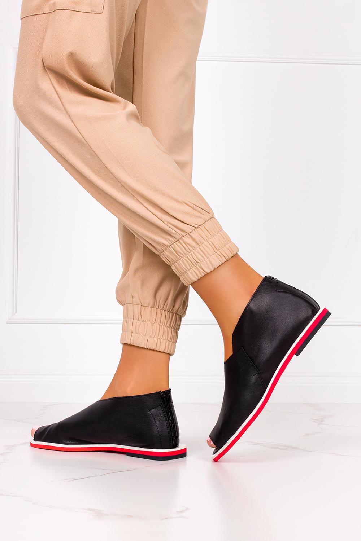 Czarne sandały zabudowane z zamkiem na pięcie polska skóra Casu 4080 czarny