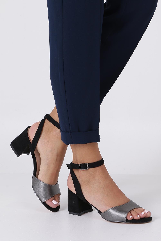 Czarne sandały z wkładką skórzaną na szerokim obcasie z paskiem wokół kostki Casu N19X5/PEB