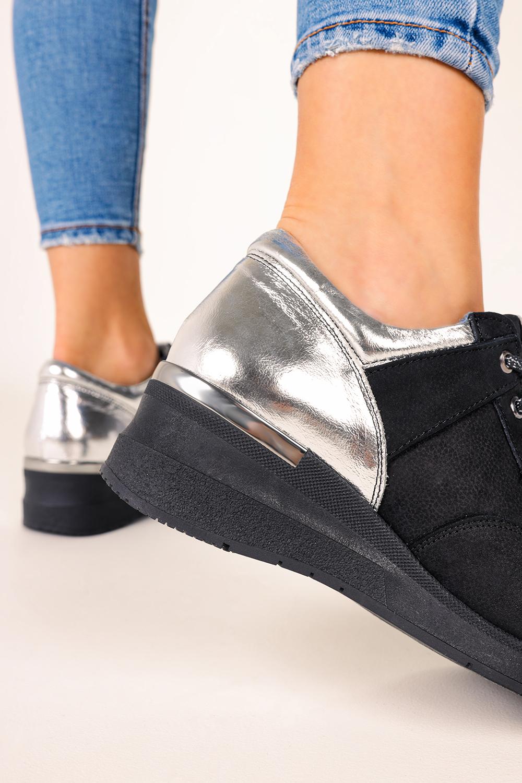 Czarne sneakersy Casu buty sportowe sznurowane na koturnie polska skóra 420 czarny