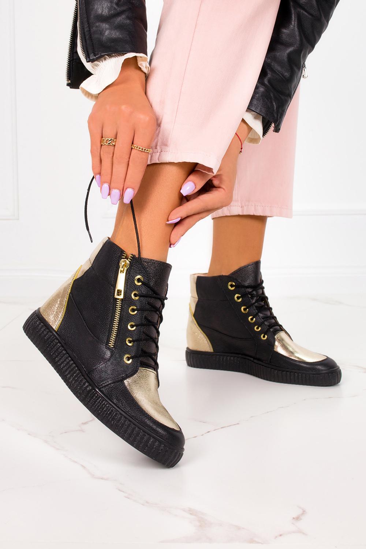 Czarne sneakersy Casu na ukrytym koturnie polska skóra 2351 producent Casu