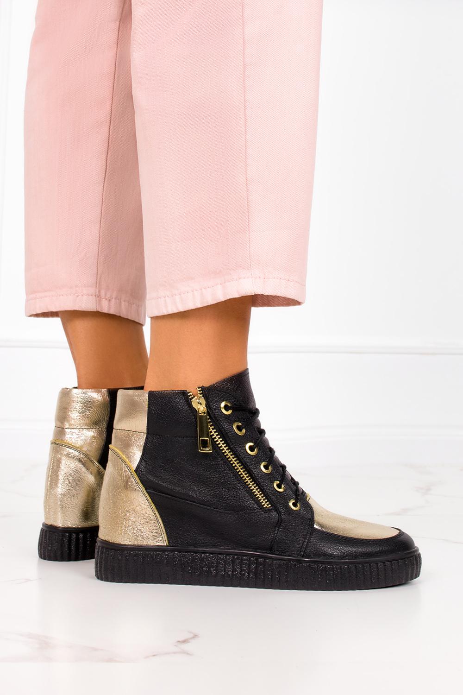 Czarne sneakersy Casu na ukrytym koturnie polska skóra 2351 kolor czarny, złoty