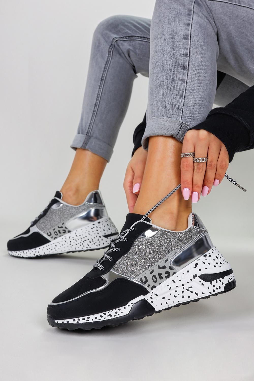 Czarne sneakersy na koturnie buty sportowe sznurowane Casu BL215P czarny