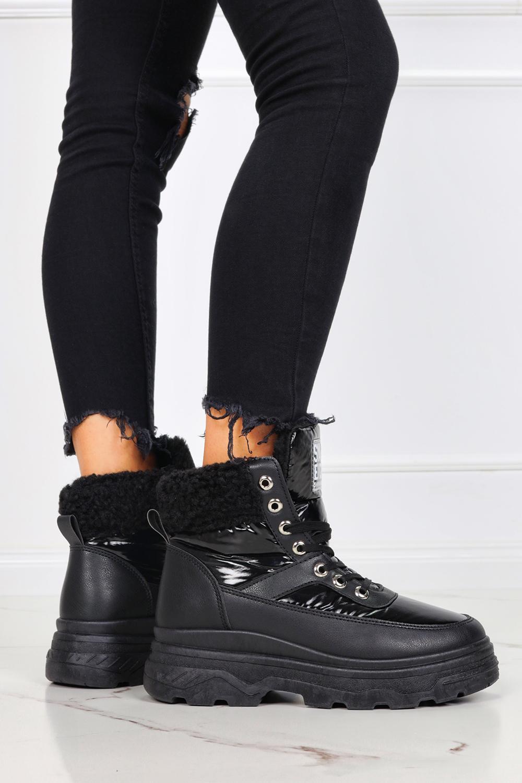 Czarne sneakersy na platformie z kożuszkiem trzewiki sznurowane Casu JL801