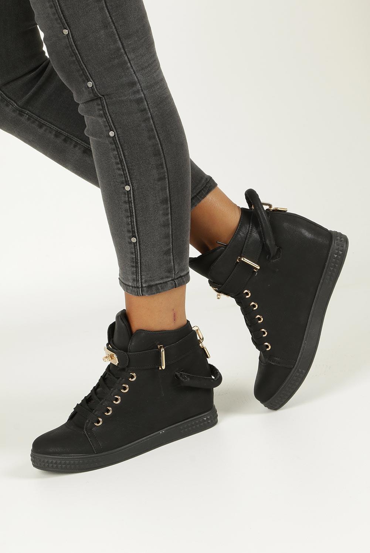 Czarne sneakersy sznurowane z metalową ozdobą Casu R76A-7 czarny