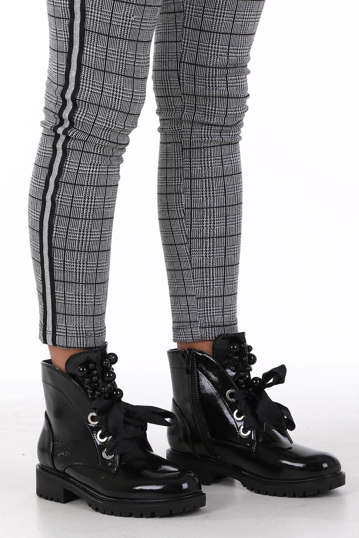 Czarne trzewiki lakierowane wiązane wstążką z perełkami Casu G19X21/B style Dżety/Nity/Ćwieki