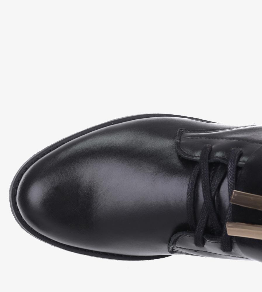 Czarne trzewiki sznurowane z klamerką i metalową ozdobą polska skóra Pro-moda 2591/001 wnetrze koc obuwniczy