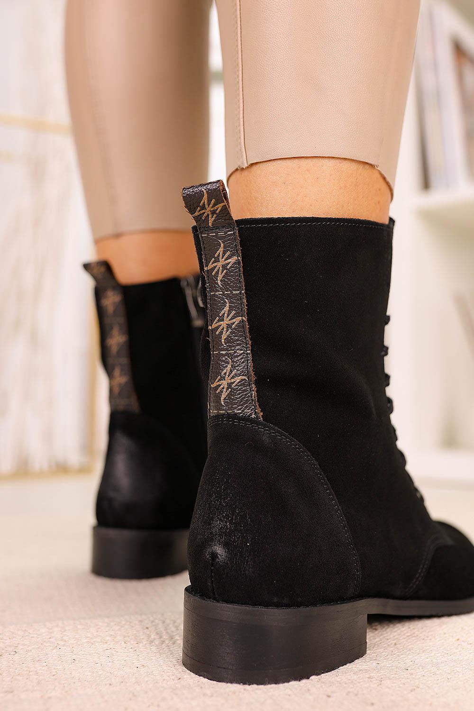 Czarne trzewiki sznurowane z metalową ozdobą polska skóra Pro-moda 2593/028 czarny