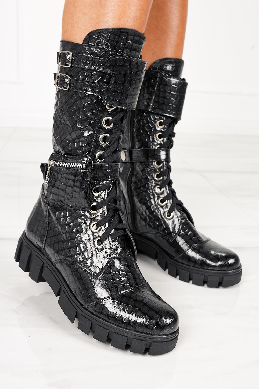 Czarne workery z kieszonką na platformie sznurowane krokodyli wzór polska skóra Casu 4056 kolor czarny