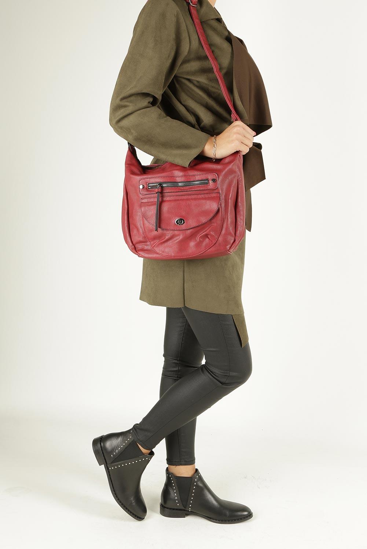 Czerwona torebka listonoszka z kieszonką z przodu i ozdobnym suwakiem Casu 7705