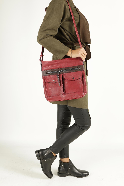 Czerwona torebka listonoszka z kieszonkami z przodu Casu 9725