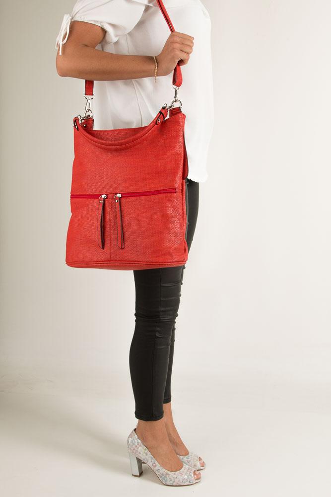 Czerwona torebka z ozdobnymi suwakami Casu F5989