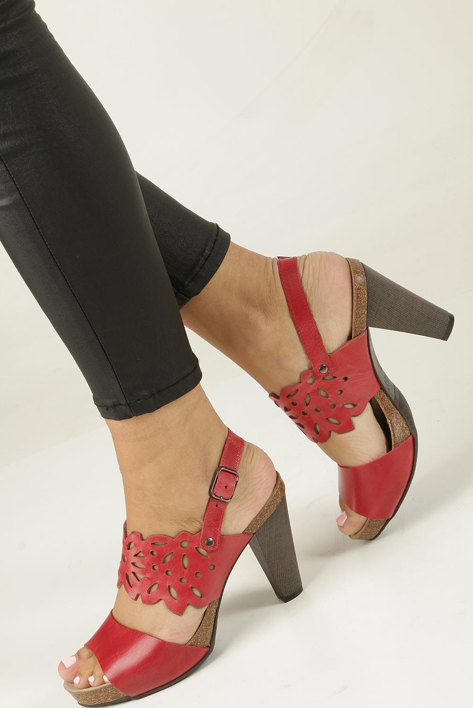 Czerwone sandały skórzane ażurowe na słupku Nessi 18342