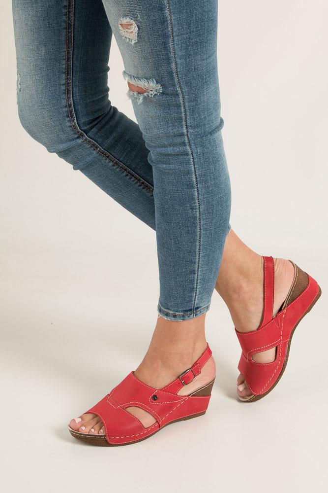 Czerwone sandały skórzane na koturnie Helios 217