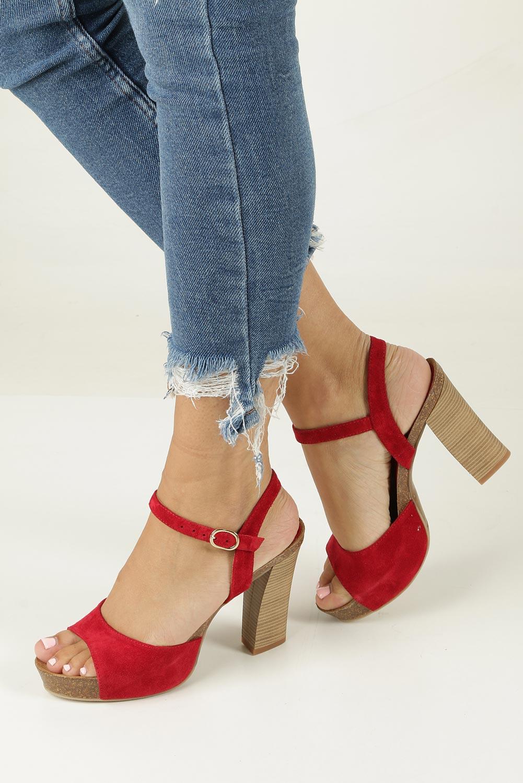 Czerwone sandały skórzane na słupku Nessi 18340