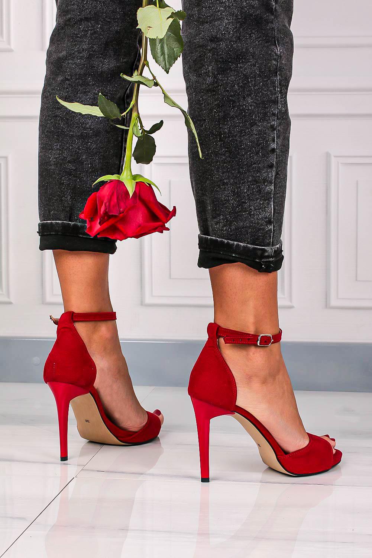Czerwone sandały szpilki z zakrytą piętą i paskiem wokół kostki Casu 1590/1 producent Casu