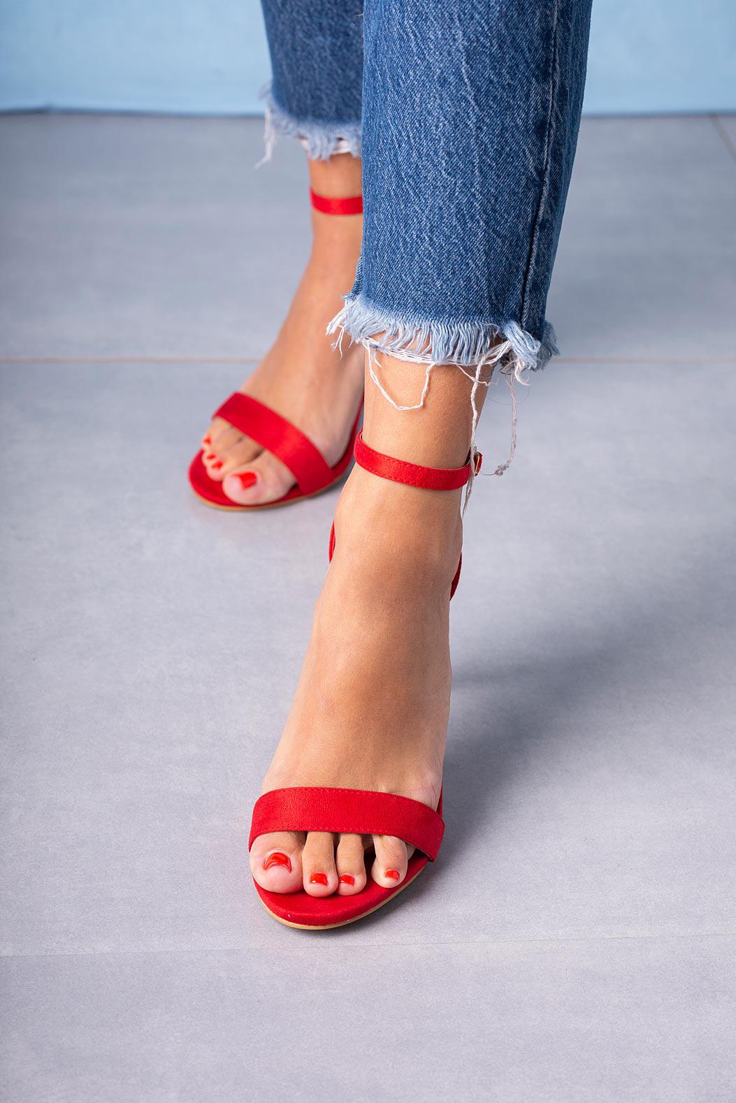 Czerwone sandały szpilki z zakrytą piętą paskiem wokół kostki ze skórzaną wkładką Casu A20X2/R czerwony